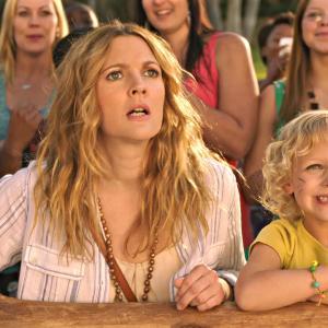 Still of Drew Barrymore and Alyvia Alyn Lind in Kartu ne savo noru (2014)