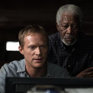 Still of Morgan Freeman and Paul Bettany in Viespatavimas (2014)