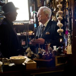 Still of Morgan Freeman and Michael Caine in Apgaules meistrai (2013)