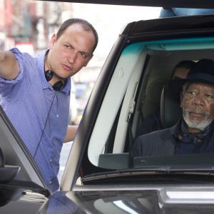 Still of Morgan Freeman and Louis Leterrier in Apgaules meistrai (2013)