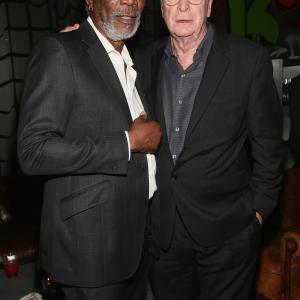 Morgan Freeman and Michael Caine at event of Apgaules meistrai (2013)