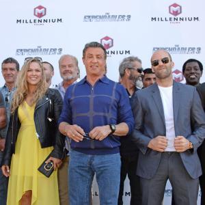 Antonio Banderas, Harrison Ford, Mel Gibson, Arnold Schwarzenegger, Sylvester Stallone, Wesley Snipes, Kelsey Grammer, Jason Statham, Glen Powell, Ronda Rousey and Victor Ortiz at event of Nesunaikinami 3 (2014)