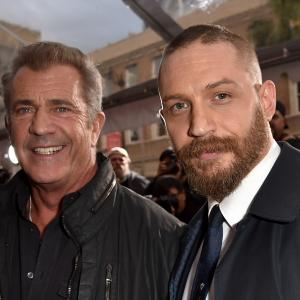 Mel Gibson and Tom Hardy at event of Paseles Maksas: ituzio kelias (2015)