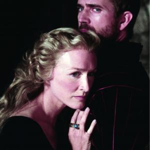 Still of Mel Gibson and Glenn Close in Hamlet (1990)
