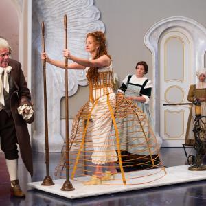 Still of Julia Roberts Nathan Lane and Mare Winningham in Veidrodeli veidrodeli 2012