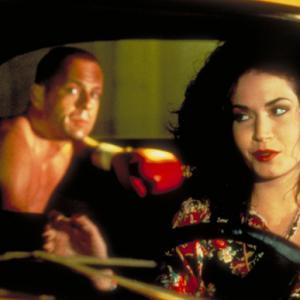 Still of Bruce Willis and Angela Jones in Bulvarinis skaitalas 1994