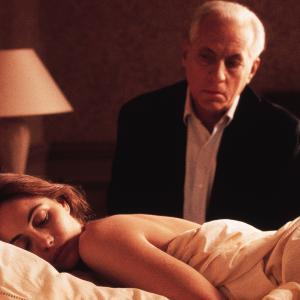 Still of Emmanuelle Béart and Michel Serrault in Nelly & Monsieur Arnaud (1995)