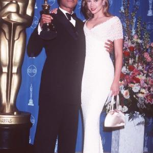 Mira Sorvino and Cuba Gooding Jr at event of The 69th Annual Academy Awards 1997
