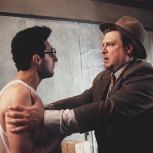 Still of John Goodman and John Turturro in Barton Fink 1991