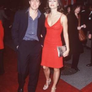 Elizabeth Hurley and Hugh Grant at event of Edo televizija 1999