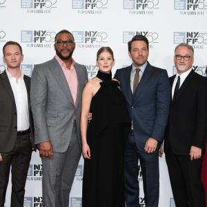 Ben Affleck, David Fincher, Neil Patrick Harris, David Clennon, Rosamund Pike, Missi Pyle, Tyler Perry and Emily Ratajkowski at event of Dingusi (2014)