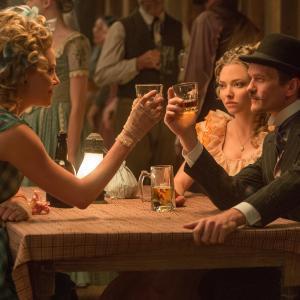 Still of Charlize Theron, Neil Patrick Harris and Amanda Seyfried in Simtas keliu iki grabo lentos (2014)