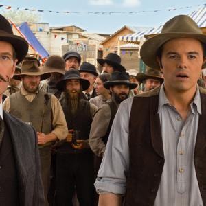 Still of Neil Patrick Harris and Seth MacFarlane in Simtas keliu iki grabo lentos (2014)