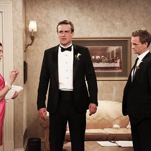 Still of Neil Patrick Harris, Alyson Hannigan and Jason Segel in Kaip as susipazinau su jusu mama (2005)