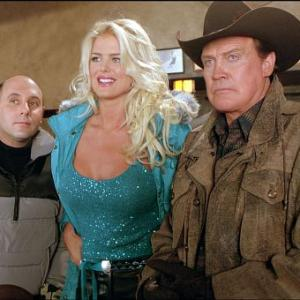 Still of Lee Majors Victoria Silvstedt and Willie Garson in Out Cold 2001