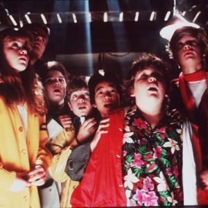 Still of Sean Astin, Corey Feldman, Martha Plimpton, Josh Brolin, Jeff Cohen and Jonathan Ke Quan in The Goonies (1985)