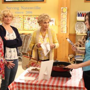 Still of Martha Plimpton, Cloris Leachman, Shirley Jones and Shannon Woodward in Mazyle Houp (2010)