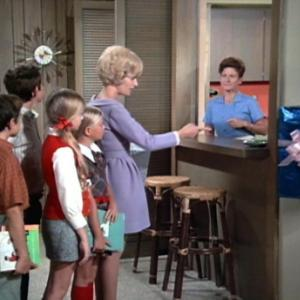 Still of Eve Plumb, Florence Henderson, Ann B. Davis and Christopher Knight in The Brady Bunch (1969)