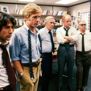 Still of Dustin Hoffman, Robert Redford, Martin Balsam, Jason Robards and Jack Warden in All the President's Men (1976)