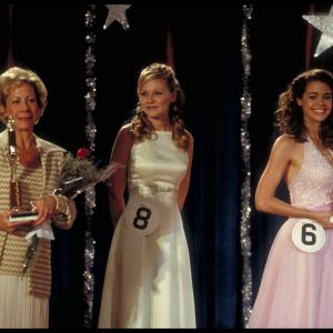 Still of Kirsten Dunst and Denise Richards in Drop Dead Gorgeous (1999)