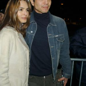 Talisa Soto and Benjamin Bratt at event of The Machinist 2004