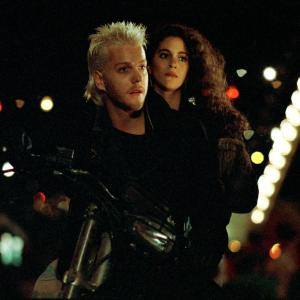 Still of Jami Gertz and Kiefer Sutherland in The Lost Boys (1987)