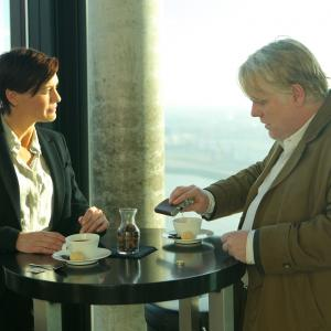 Still of Philip Seymour Hoffman and Robin Wright in A Most Wanted Man (2014)