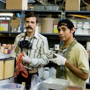 Still of Casey Affleck and Luis Chávez in Ocean's Thirteen (2007)