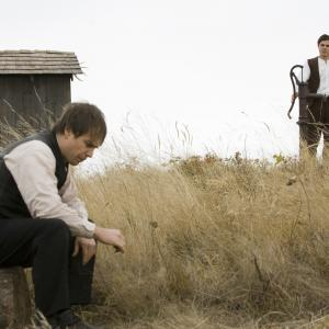 Still of Casey Affleck and Sam Rockwell in The Assassination of Jesse James by the Coward Robert Ford (2007)