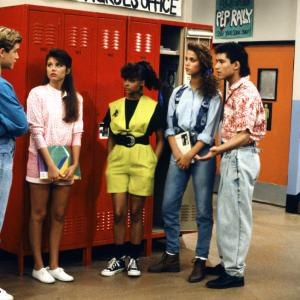 Elizabeth Berkley, Mark-Paul Gosselaar, Tiffani Thiessen, Mario Lopez, Lark Voorhies