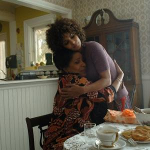 Still of Halle Berry and Phylicia Rashad in Frankie amp Alice 2010