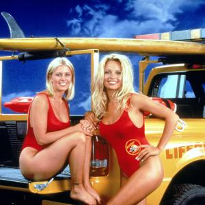 Still of Pamela Anderson and Nicole Eggert in Gelbetojai (1989)