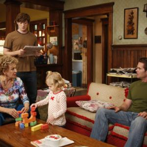 Still of Cloris Leachman, Garret Dillahunt, Lucas Neff and Rylie Cregut in Mazyle Houp (2010)