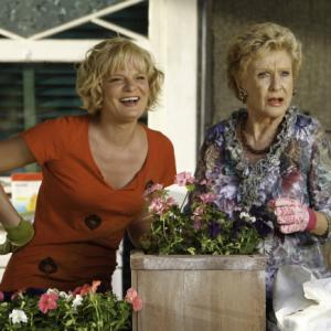 Still of Martha Plimpton and Cloris Leachman in Mazyle Houp (2010)