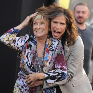 Cloris Leachman and Steven Tyler at event of Nakties seseliai (2012)