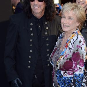 Cloris Leachman and Alice Cooper at event of Nakties seseliai (2012)