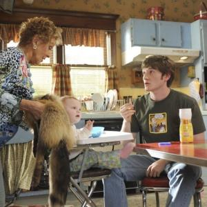 Still of Cloris Leachman and Lucas Neff in Mazyle Houp (2010)