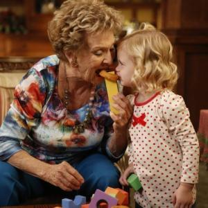 Still of Cloris Leachman and Rylie Cregut in Mazyle Houp (2010)