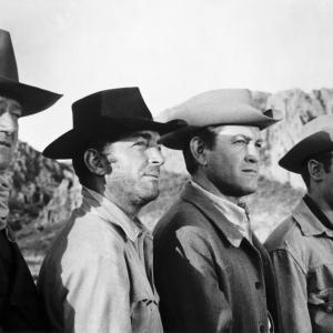 Still of John Wayne, Dean Martin, Michael Anderson Jr. and Earl Holliman in The Sons of Katie Elder (1965)