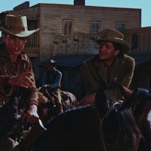 Still of Dean Martin and Ricky Nelson in Rio Bravo (1959)