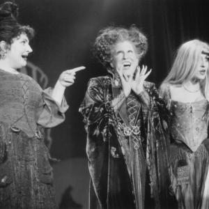 Still of Bette Midler, Sarah Jessica Parker and Kathy Najimy in Hocus Pocus (1993)