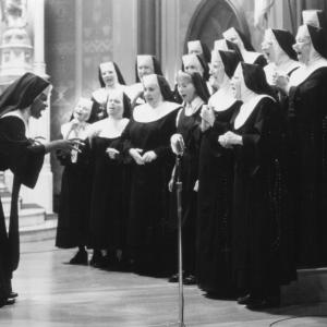 Still of Whoopi Goldberg and Kathy Najimy in Sister Act (1992)