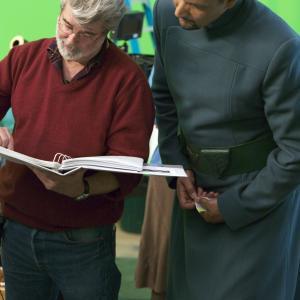 George Lucas and Jimmy Smits in Zvaigzdziu karai. Situ kerstas (2005)