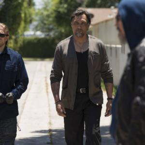 Still of Jimmy Smits, Tommy Flanagan and Charlie Hunnam in Sons of Anarchy (2008)