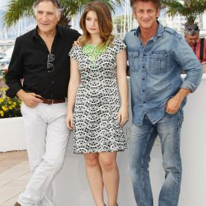 Sean Penn, Judd Hirsch and Eve Hewson at event of This Must Be the Place (2011)