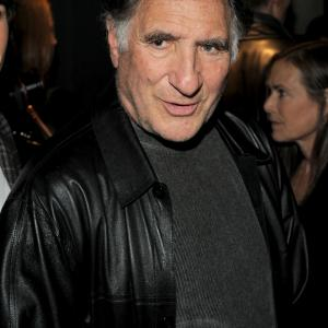 Judd Hirsch at event of Henry's Crime (2010)