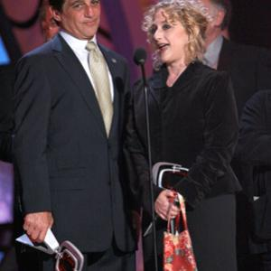 Tony Danza and Judd Hirsch at event of The 5th Annual TV Land Awards (2007)