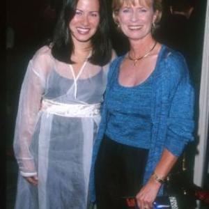 Linda Lee Cadwell and Shannon Lee at event of Double Jeopardy 1999