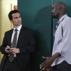 Still of Nestor Carbonell and Mike Colter in Ringer (2011)