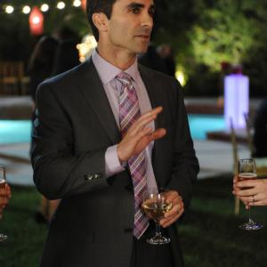 Still of Nestor Carbonell and Ray Mickshaw in Wilfred (2011)